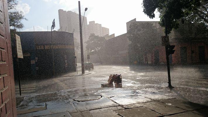 ...Un matin tranquille et pluvieux à Belo Horizonte pendant la Coupe du monde.