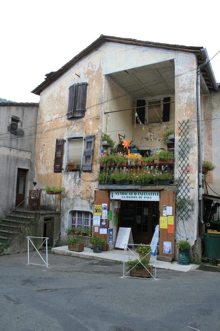 Un Office de Tourisme qui ne trahi pas l'ambiance du village
