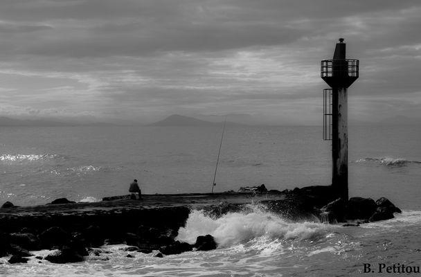 Un pêcheur au bout du phare