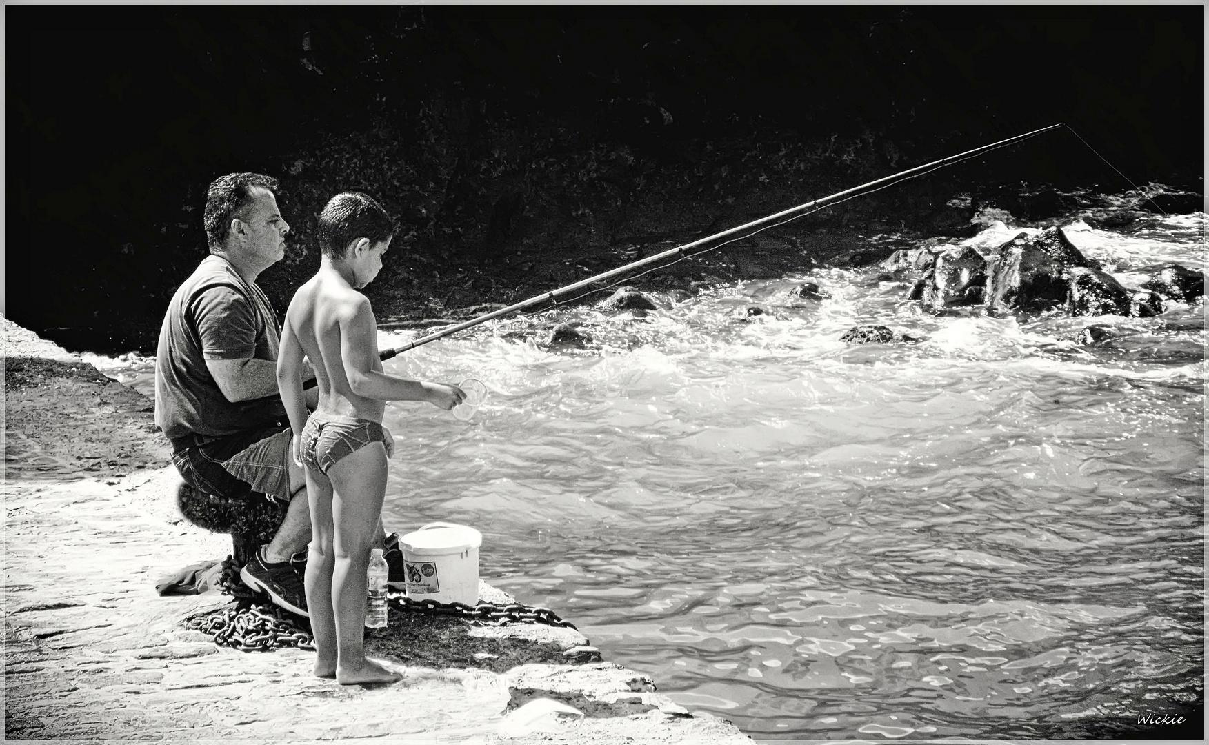 Un pescadito papá.