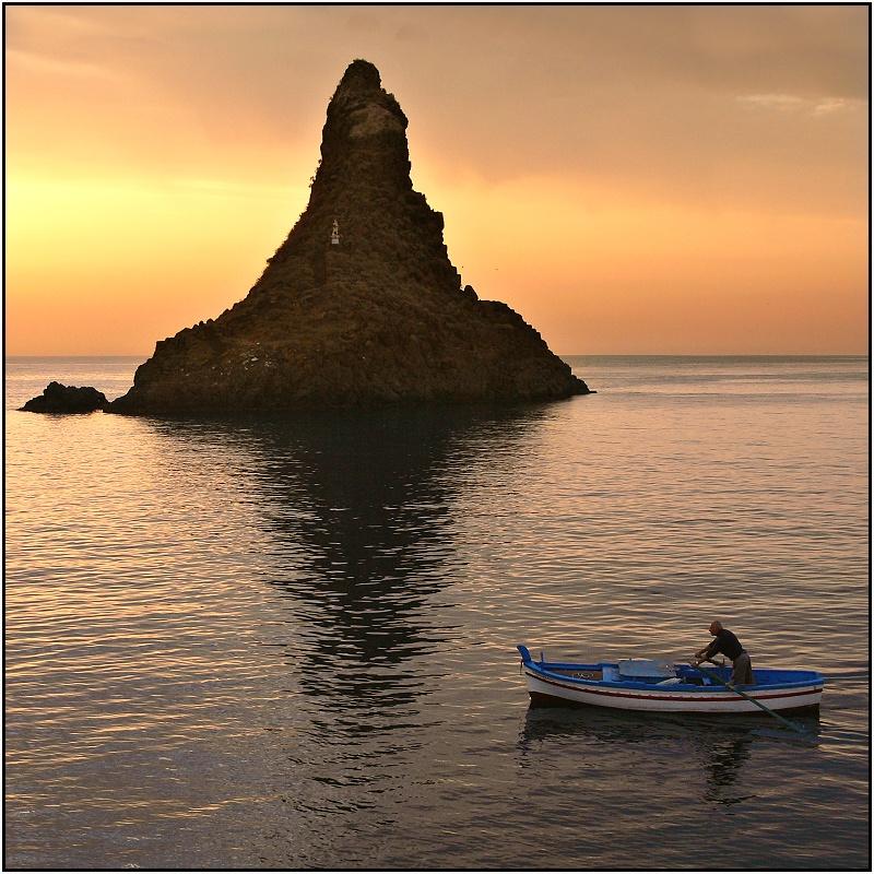 Un pescatore all'alba
