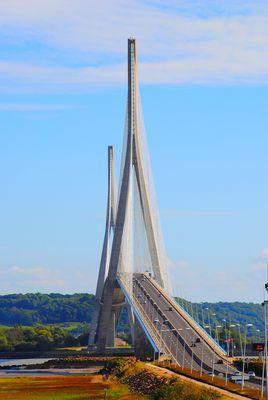 Un petit pas pour l' Homme, un Grand Pont pour la Normandie:
