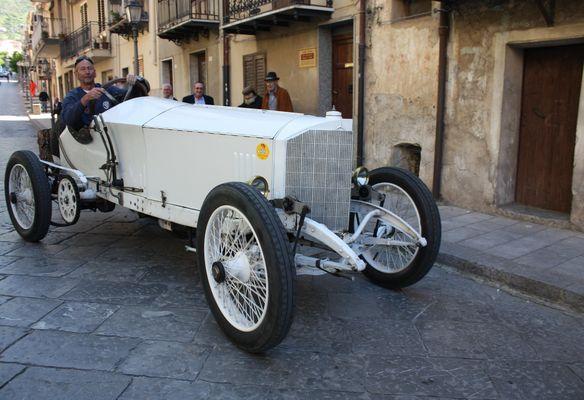 Un pezzo rarissimo della storia dell'automobile : questa Mercedes del 1913 !!!