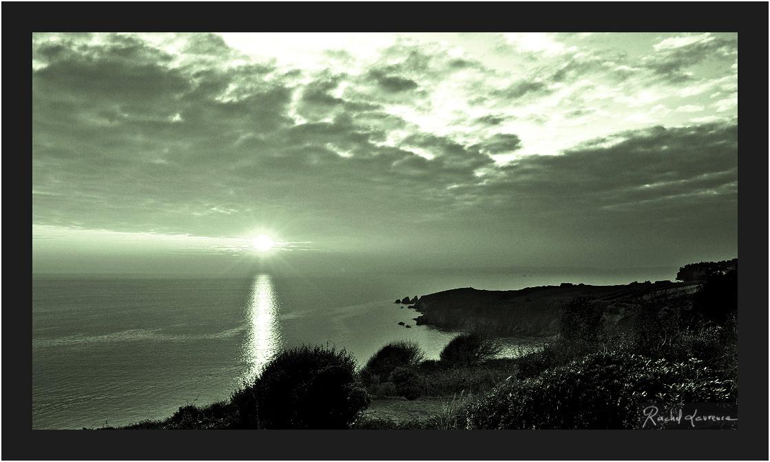 Un phare naturel sur la baie de Douardenez Finistère