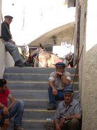 Un pò d'ombra aspettando un'altro lavoro (affitta muli) Santorini