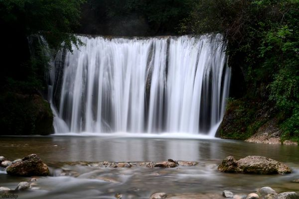 Un poème, c'est une eau qui s'écoule.