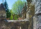 Un point de vue depuis une terrasse du palais idéal du Facteur Cheval