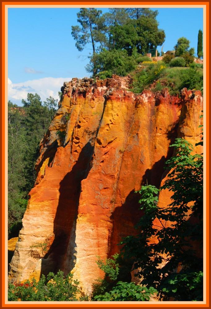 un rocher sur le pic du Roussillon....