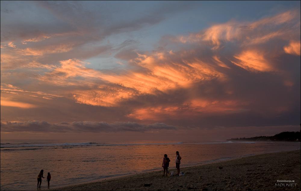un soir...à St Gilles les Bains....sur une plage de l'île de la Réunion