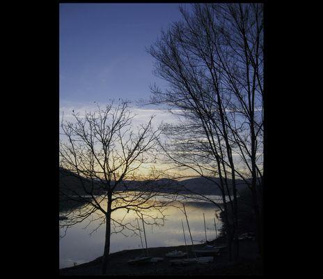 un tramonto sul lago......