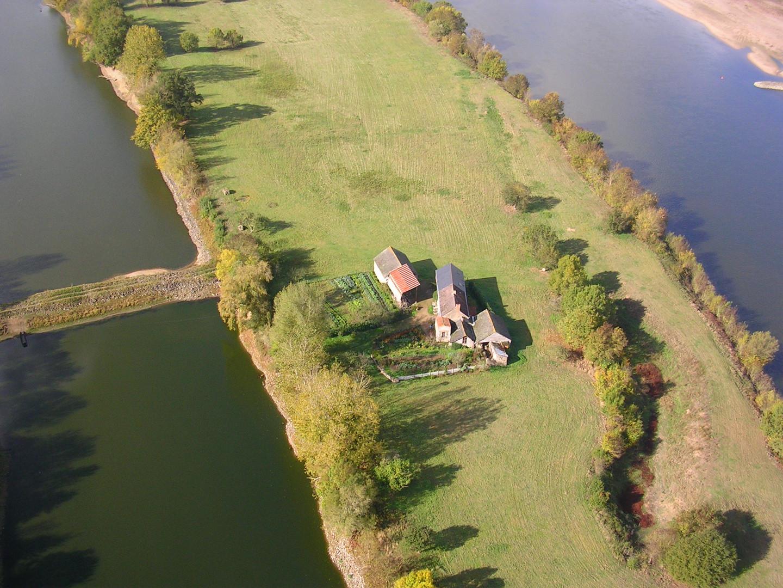 Un village sur une ile sur les bords de Loire