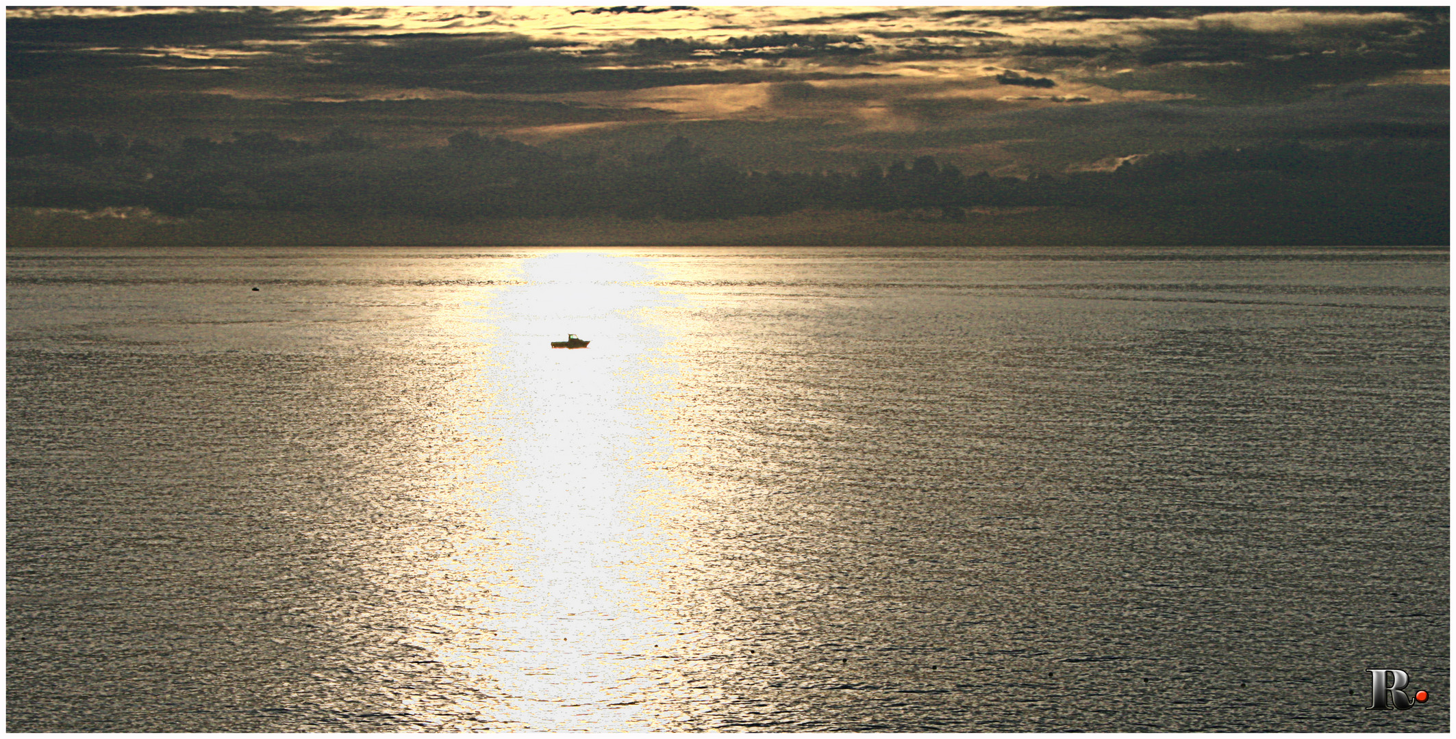 Una barca en el reflejo