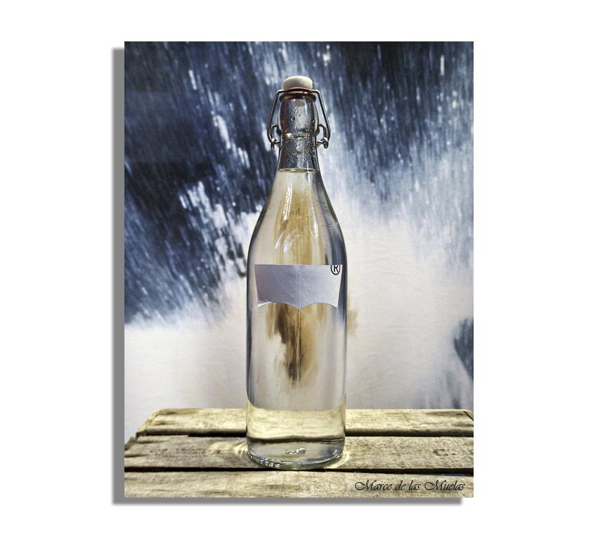 ...una botella...