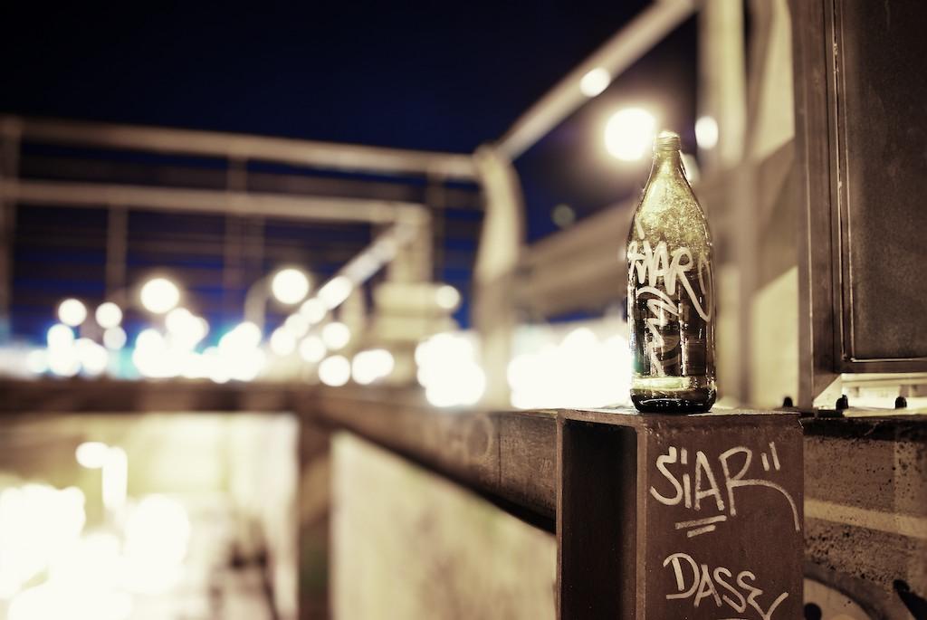 Una botella en el camono