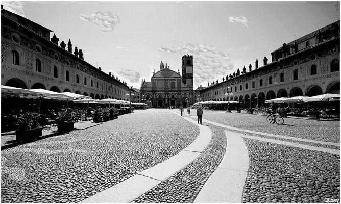 Una delle piazze + belle d'Italia