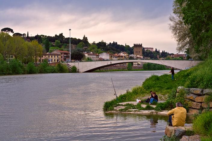 Una domenica pomeriggio vicino al ponte San Niccolò, a Firenze