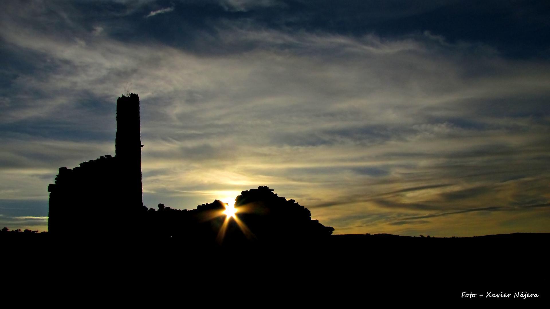 Una estrella luce en las ruinas