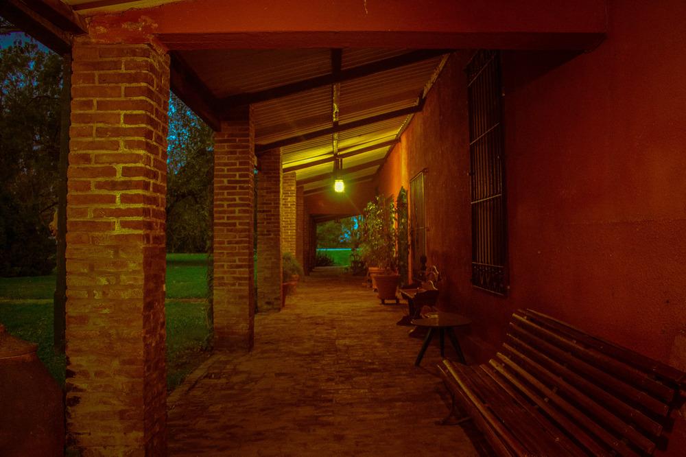 Una luz al final de la galeria