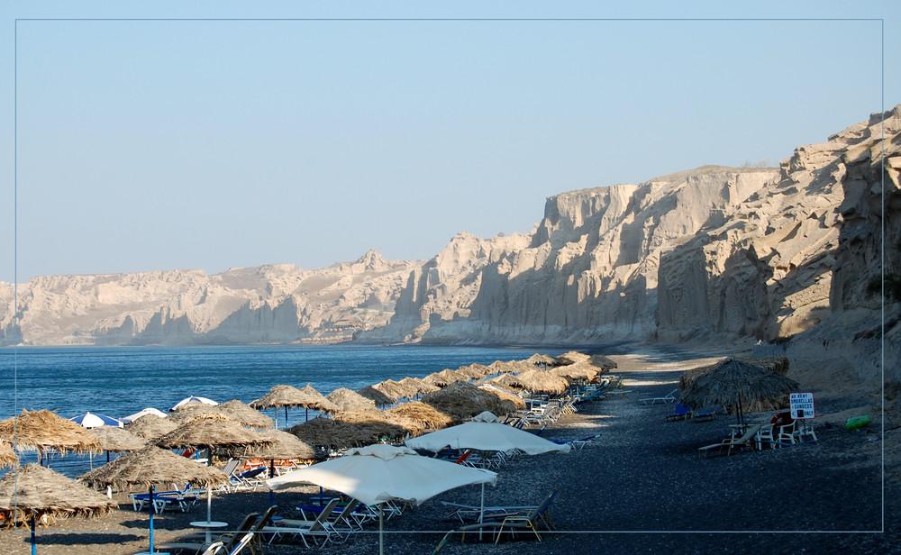 Una spiaggia di Santorini