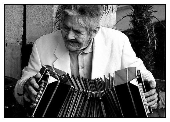 Una vieja Melodia, un viejo Bandoneon, 92 años no son nada..