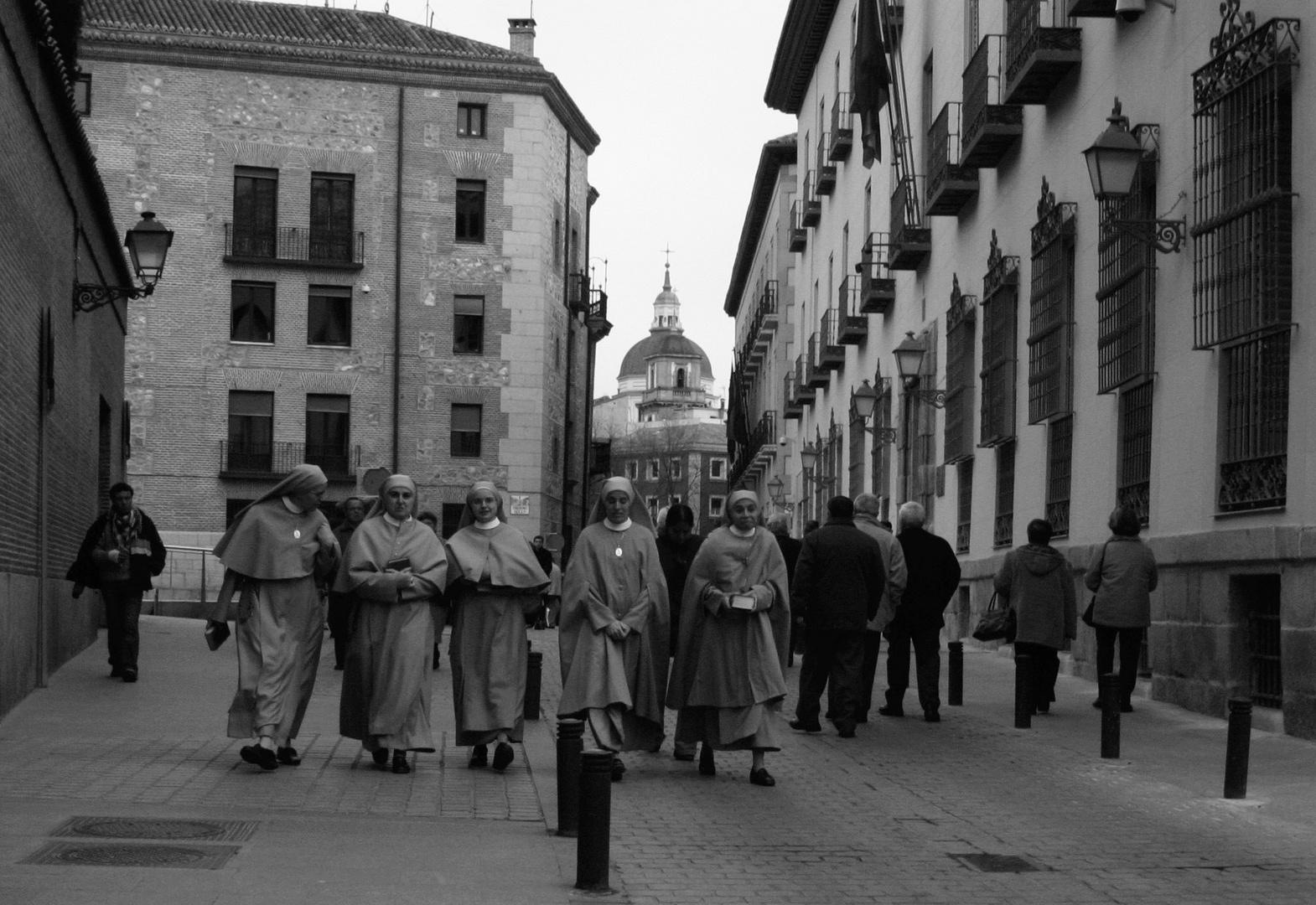 Unas vienen y otros van. Semana Santa ern Madrid