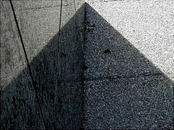 Unbedenkliches 3ECK (auch nur der Geometrie zuliebe) Elfi Kaut gewidmet