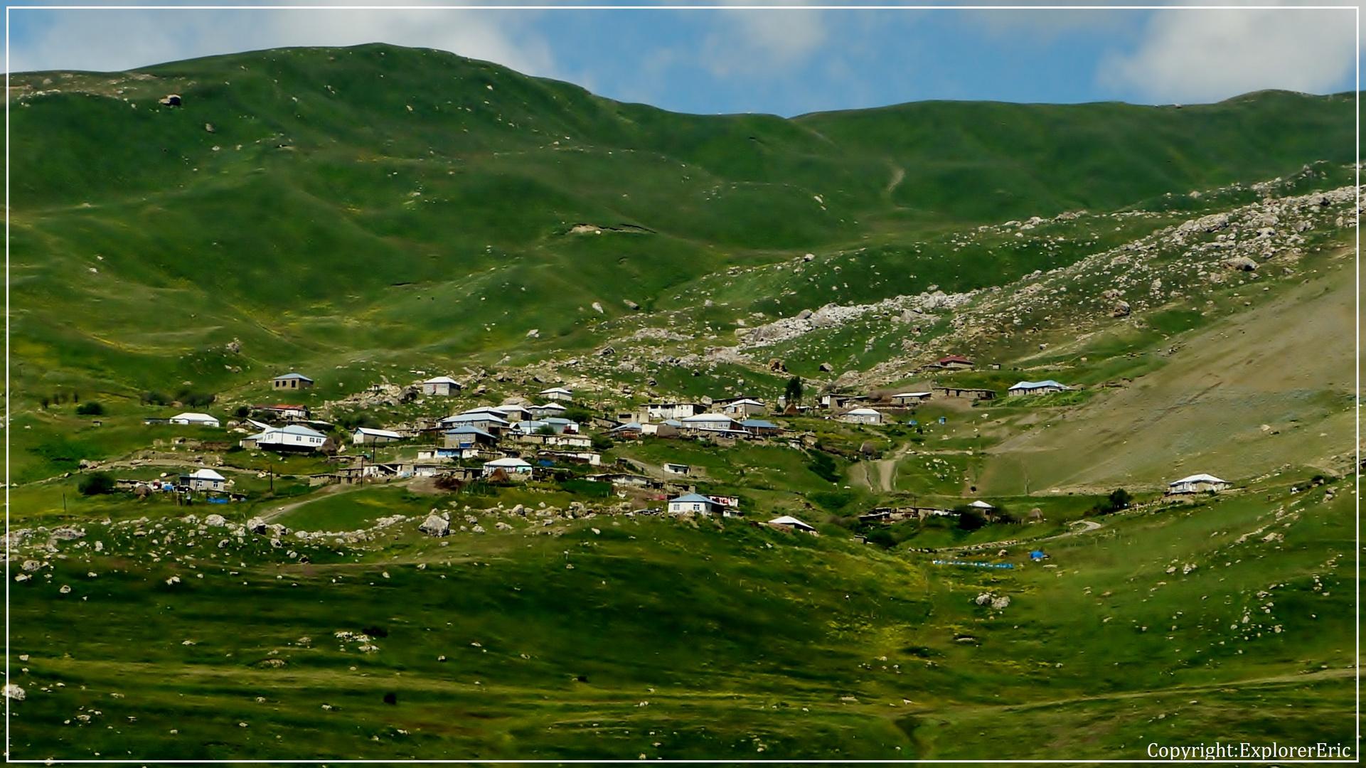 unbekanntes Dörfchen im Kaukasus.................