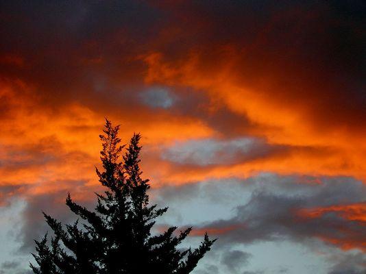 Und der ganze Himmel erleuchtete unter Gottes Gnade.