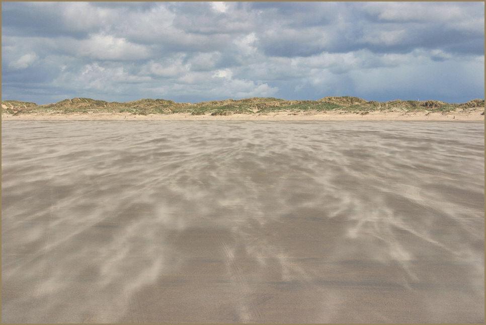 .... und der Wind fegt den Sand übern Strand .........