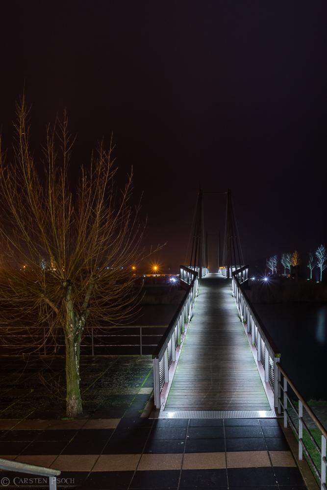 Und die Brücke