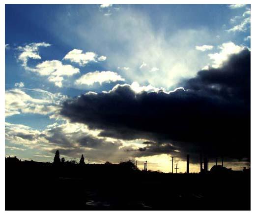 Und dunkle Wolken zogen über die Stadt...