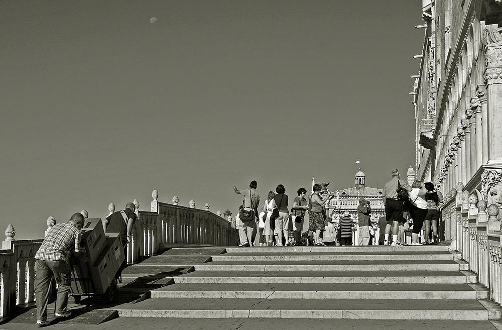 Und es geht bergauf...(Venedig, Alltagsleben in den Kanälen 4).