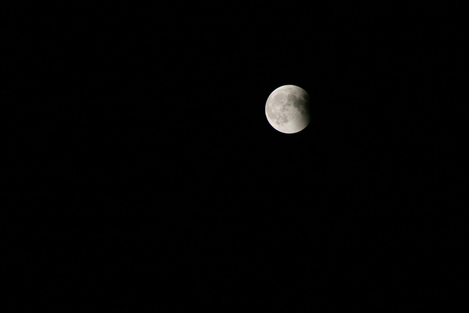 ... und fast wieder der Alte ... bleiche Mond ...