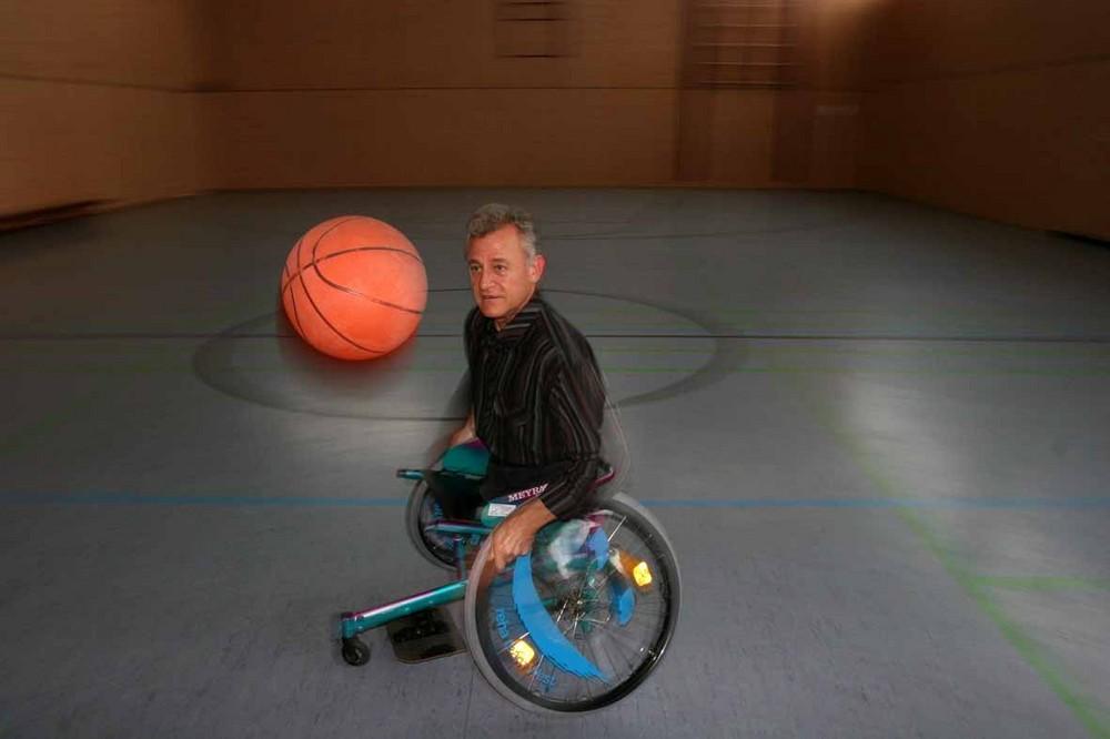 Und jetzt hat er seinen neuen Sport- Rollstuhl...