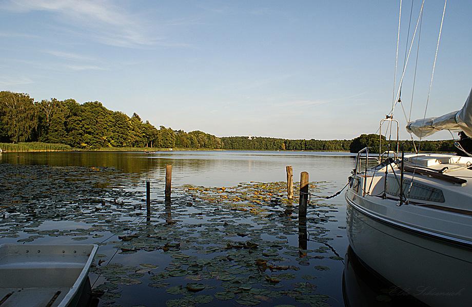 und ruhig liegt der See