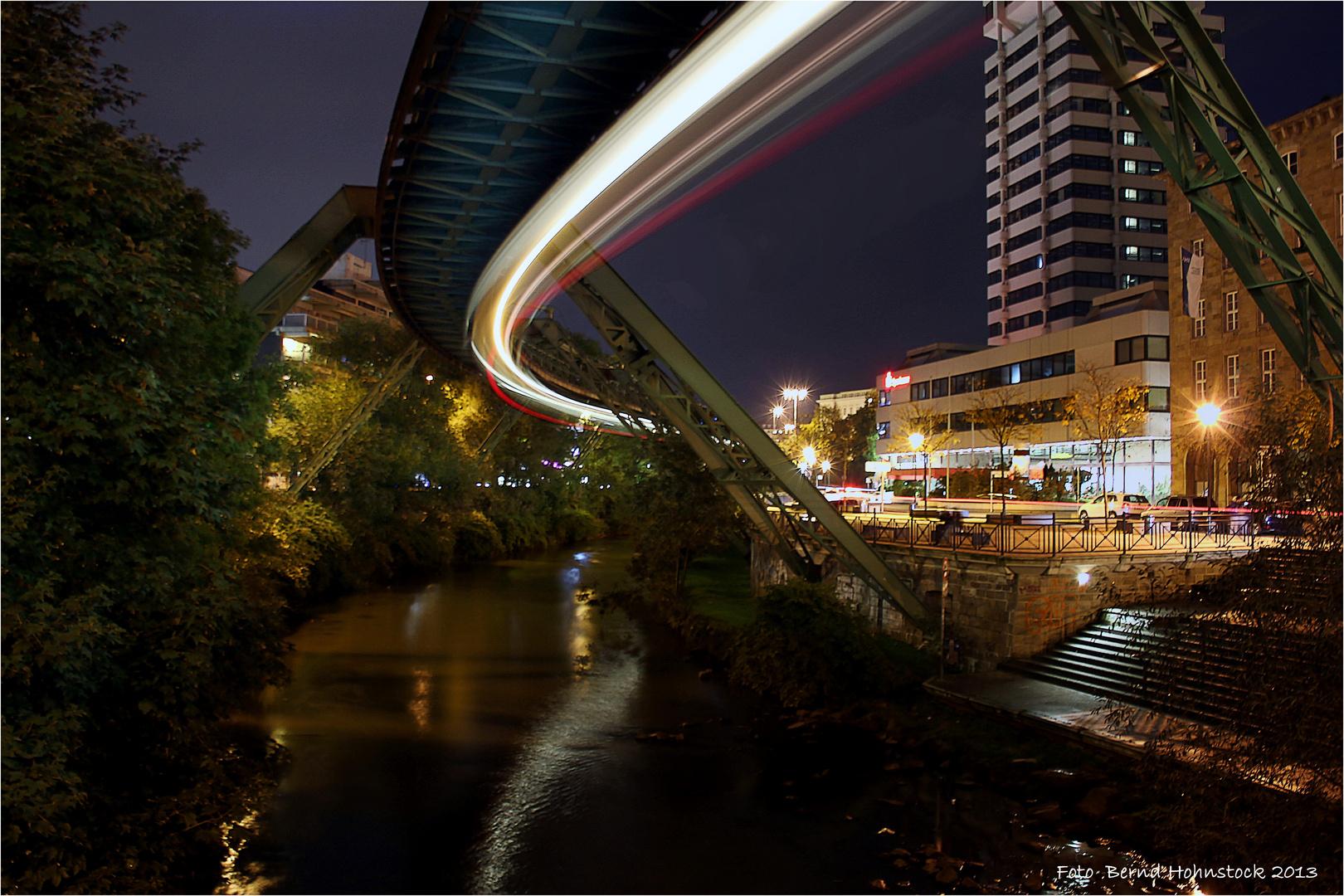 und sie schwebt doch ..... Wuppertal