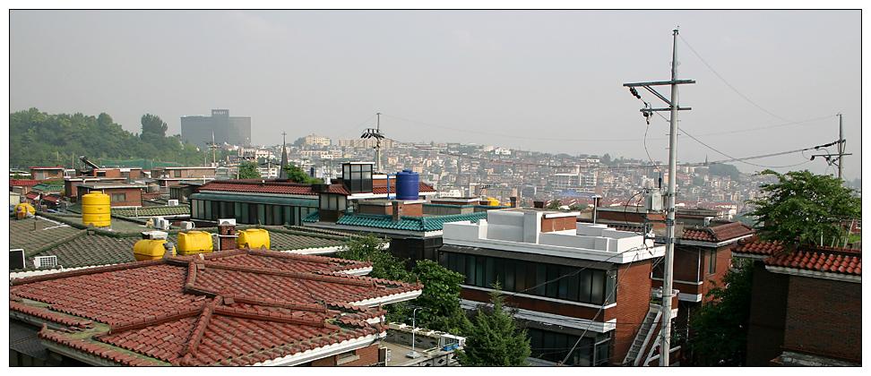 Und ueber den Daechern von Seoul ...