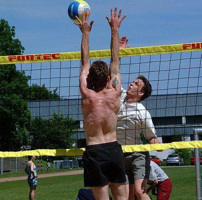 und volley...