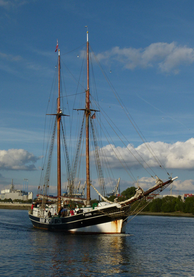 UNDINE  -  Frachtsegler Hamburg - Sylt   so kam sie auf mich zu
