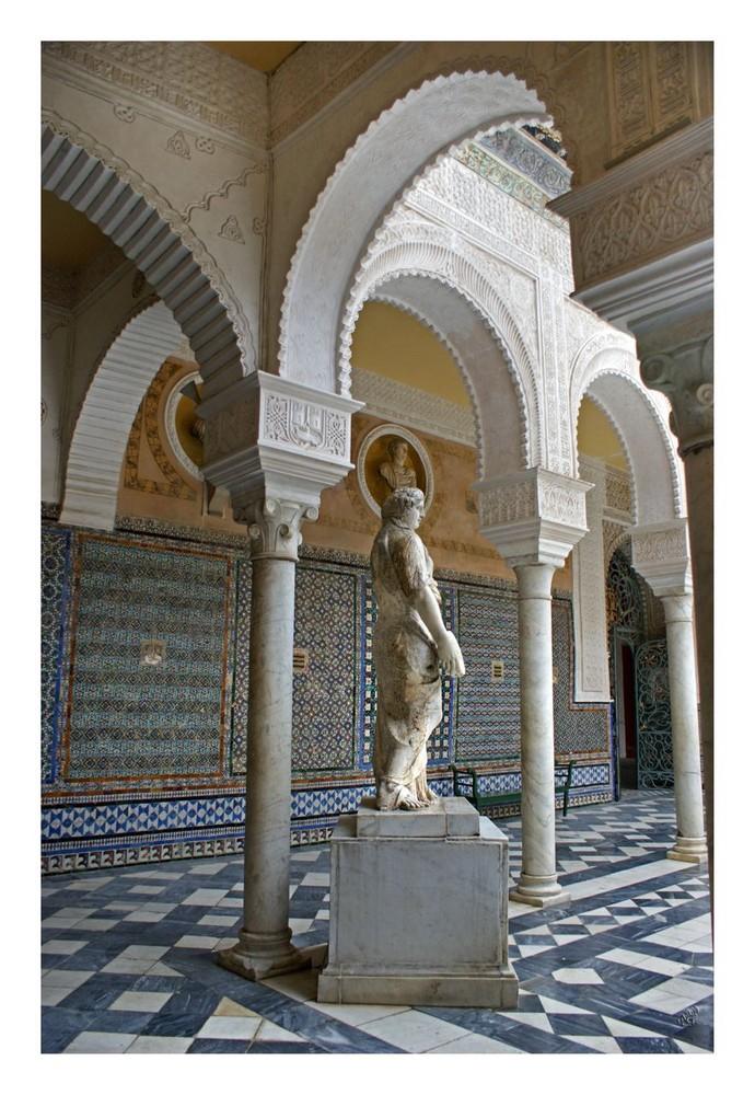 une autre statue de la cour de la maison de Pilate