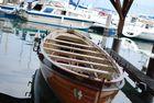 Une barque dans le port de Thonon