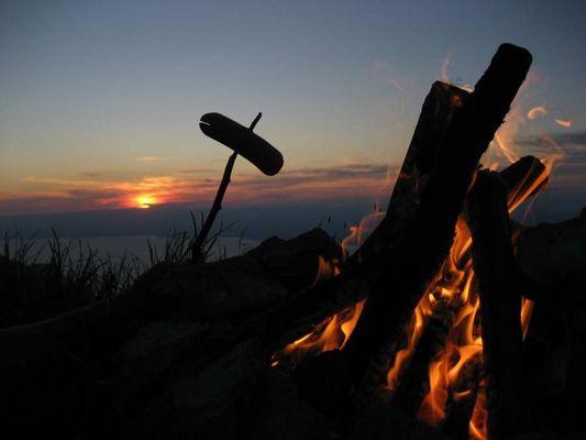 une bonne saucisse grillée à 2400m d'altitude en regardant un beau couché de soleil...miam