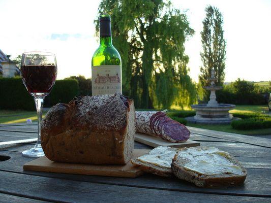 Une bonne tartine de pain de seigle au coucher du soleil Mais quel régal !
