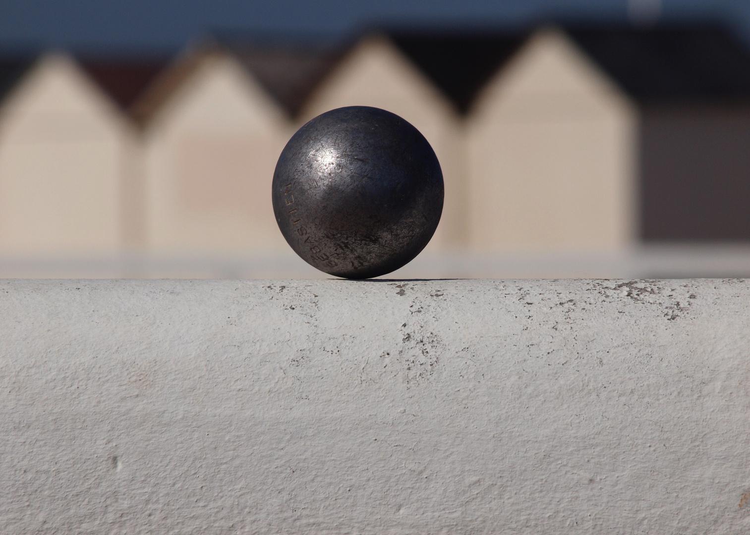 Une boule à la plage