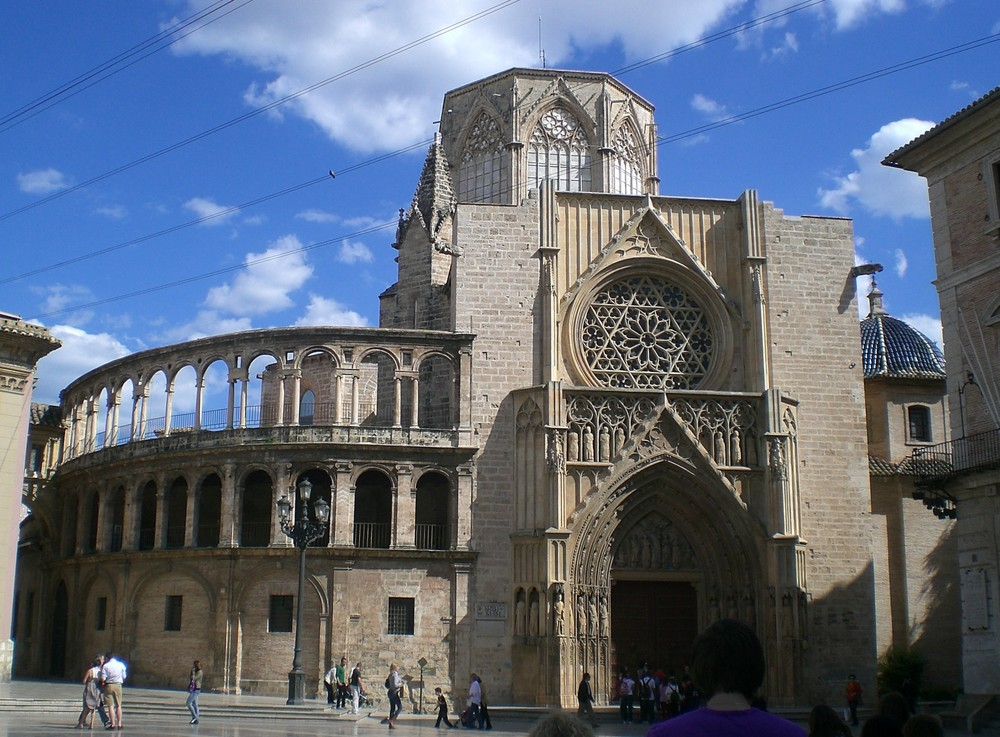 une cathedrale imposante