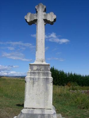 une croix dans la campagne