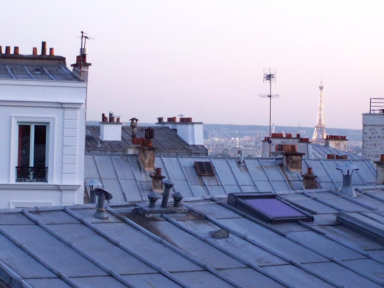 une dame sur les toits