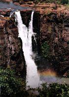 une des chutes d'IGUAZU irisée