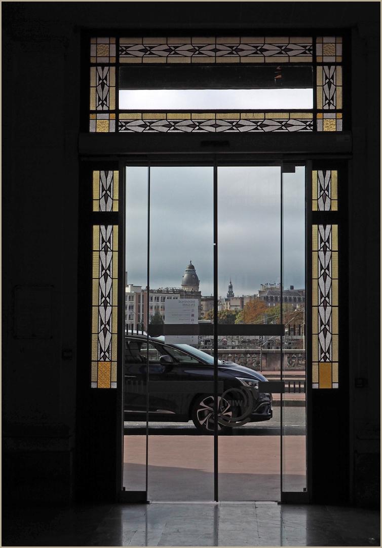 Une des portes d'entrée de la gare de Limoges-Bénédictins