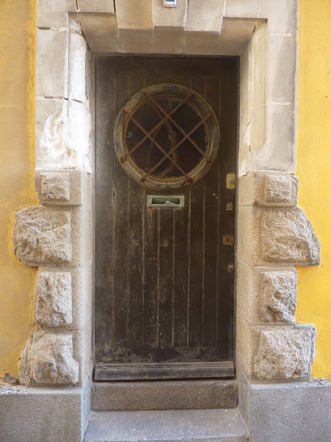 Une entrée jaune